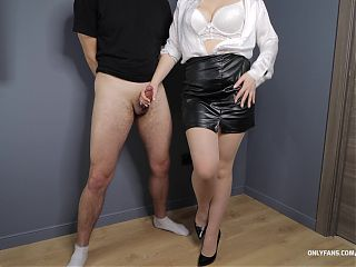 Office secretary in Pantyhose and high heels gives handjob on legs